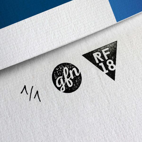 Victoria B Kunstdruck – Handnummeriert und mit Stempel gebrandet